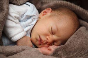 quels sont les besoins des bebes en heures de sommeil