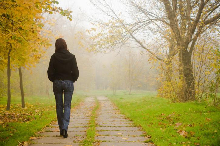 utilisez-la-marche-meditative-pour-soulager-le-stress