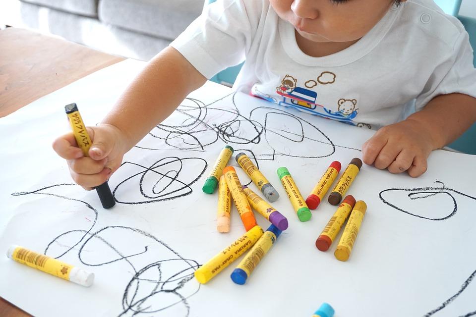 Comment évolue le dessin chez l'enfant ?