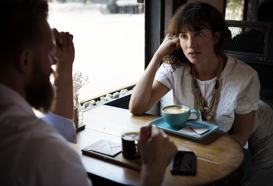 Comment faire face à l'agressivité avec la communication non violente ?
