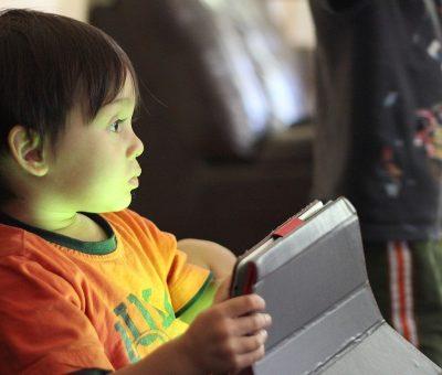 Limiter les nouvelles technologies chez les très jeunes enfants