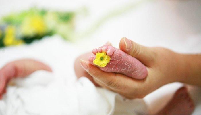 L'accouchement aquatique : Avantages et contre-indications
