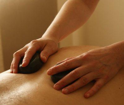 La stone thérapie : massage aux pierres chaudes