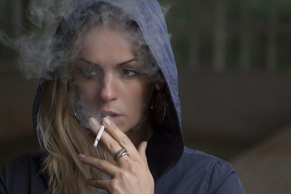 Pourquoi fumer diminue l'appétit