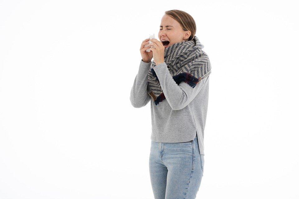 Rhume des foins, rhinite allergique, pollen, éternuement, asthme ...
