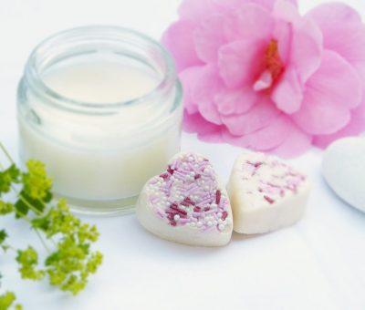 Comment fonctionnent les crèmes raffermissantes et tonifiantes pour le corps ?